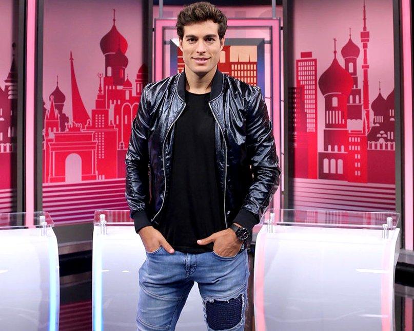 Danilo Carrera - Page 7 Alan_Tacher_y_Karina_Banda_el_show_Rep_blica_Mundialista_Univision_deportes