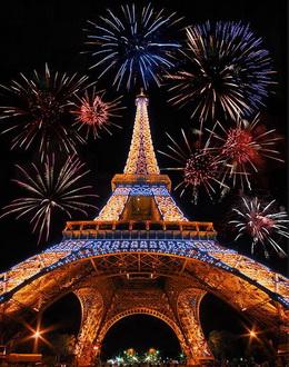 Новогодняя Эйфелева башня