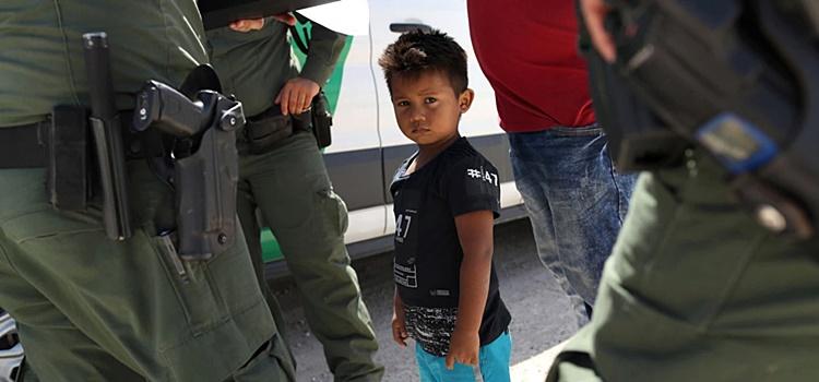 Tolerancia 0 de Trump manda a un niño de 1 año ante corte de inmigración