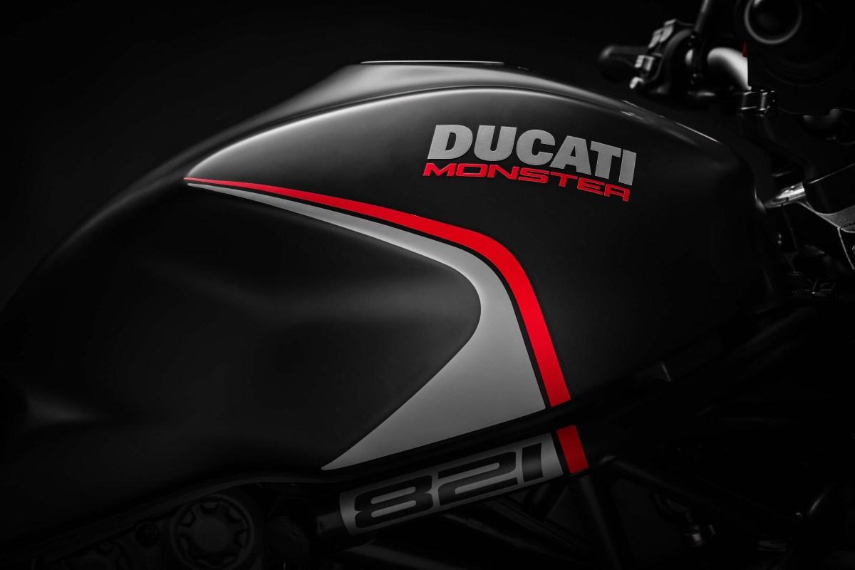 2019-Ducati-Monster-821-Stealth-06