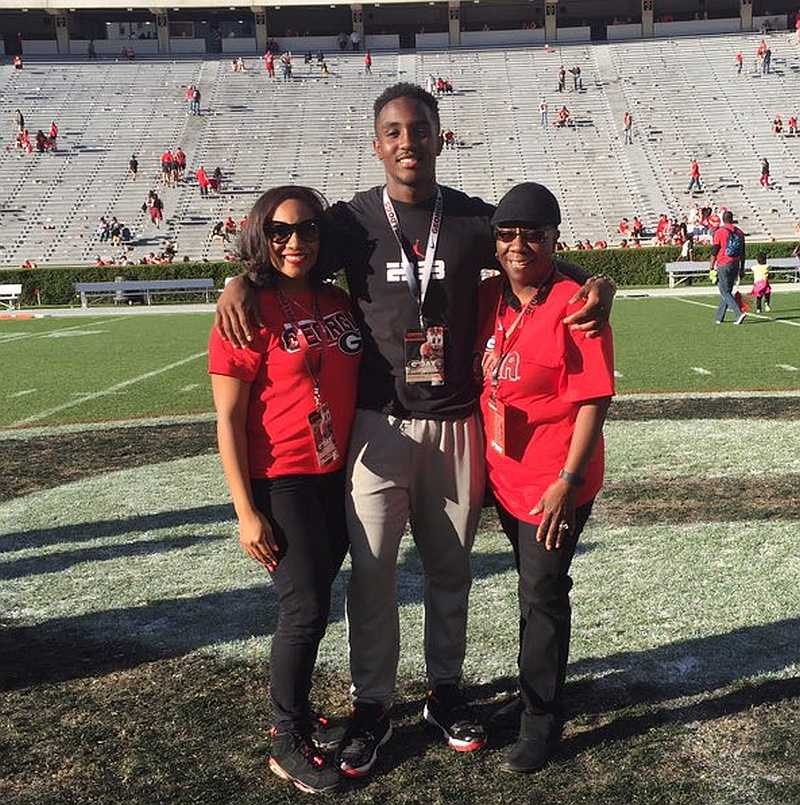 Kearis Jackson with his mom on a visit to UGA (photo from Kearis Jackson / Twitter)