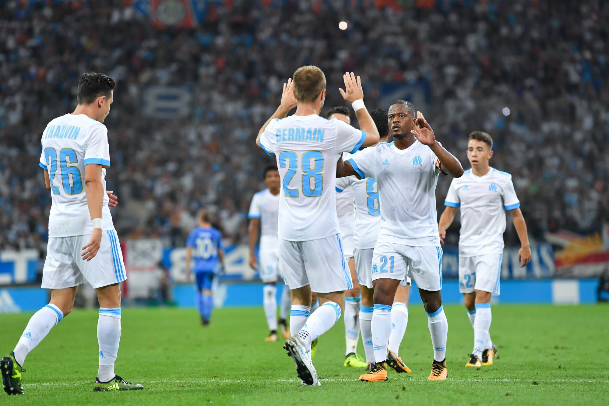 https://image.ibb.co/ekZJJa/Olympique_Marseille_home_kit_10.jpg