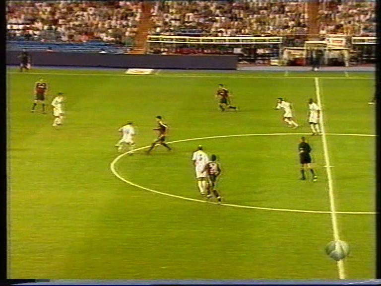 Trofeo del Centenario 2002 - Final - Real Madrid Vs. Bayern Múnich (DVD) (Castellano) Vlcsnap_2018_08_21_23h08m35s754