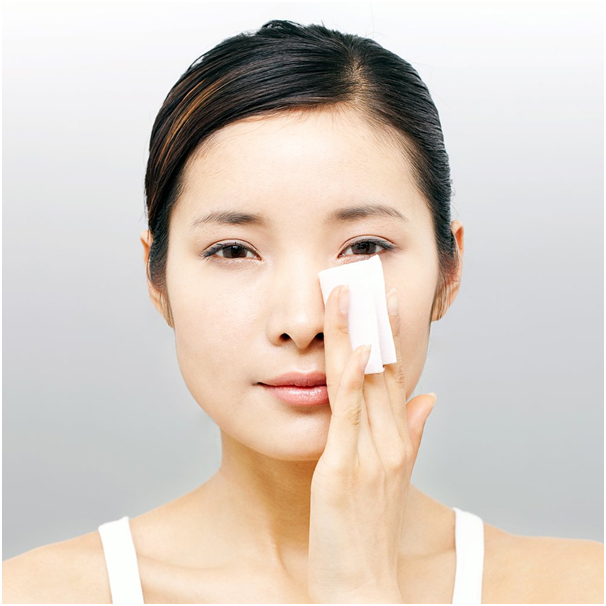 Oily_Skin_Home_Remedies_To_Get_Rid_Off_Blotting_Papers