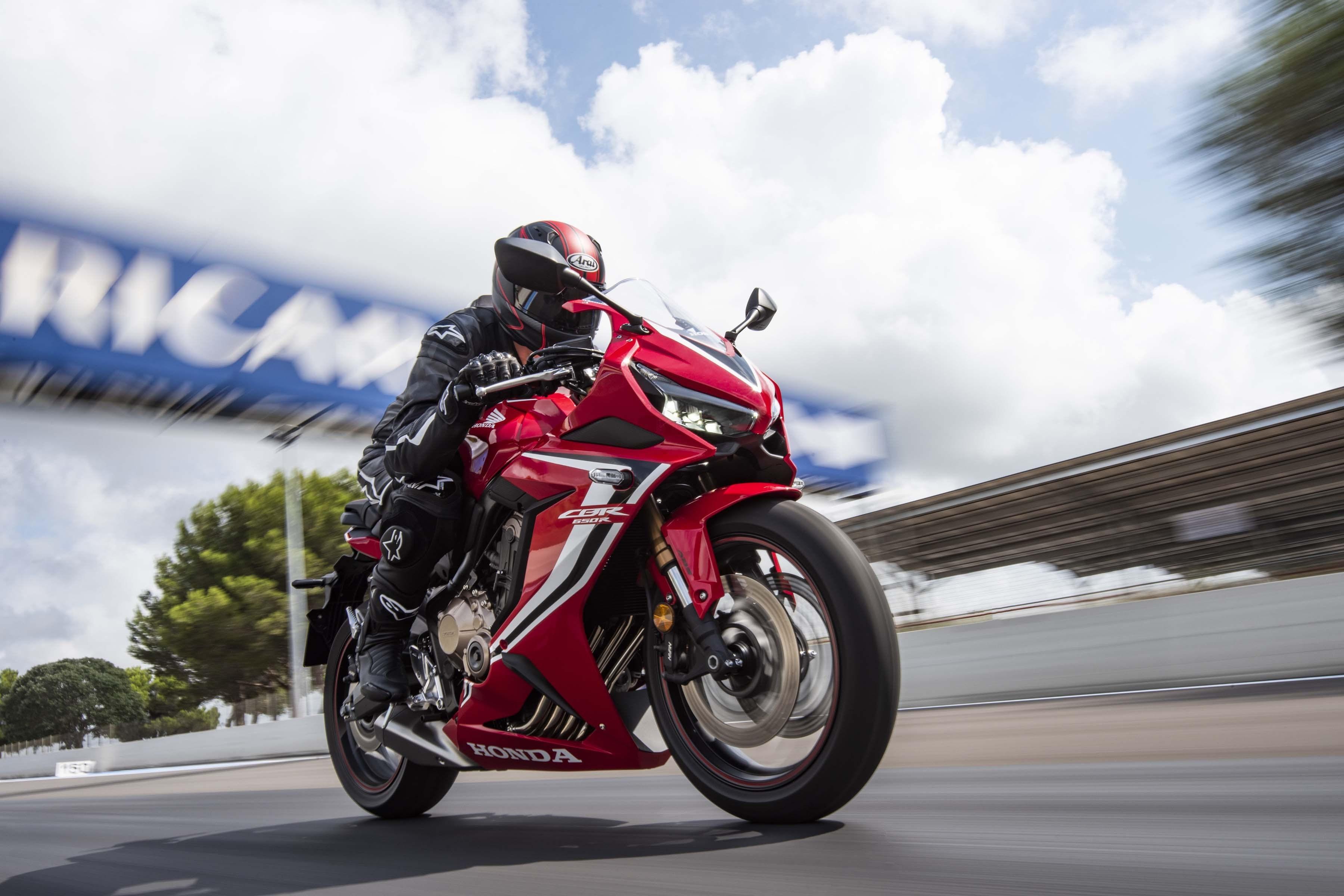 2019-Honda-CBR650-R-37