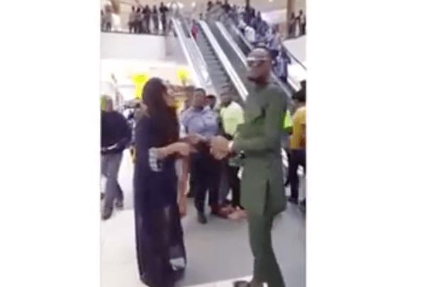 Nigeriana_golpea_a_su_novio