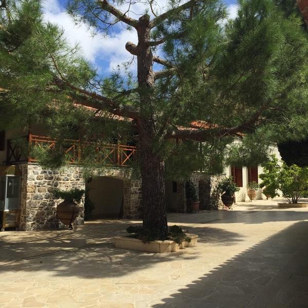Μονή Αγίου Χαραλάμπους