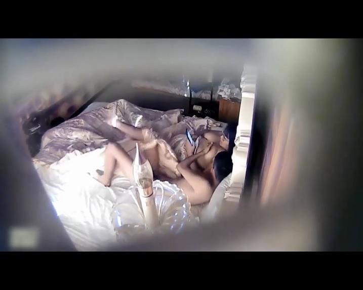 Clip: Quay lén 1 thanh niên tắc thở vì MB siêu khủng =))