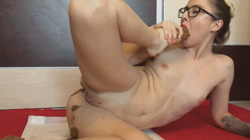 ScatGOLD - EllaGilbert - Pissy & Shitty Feet suck