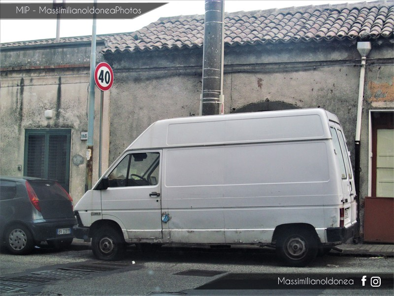 Veicoli commerciali e mezzi pesanti d'epoca o rari circolanti - Pagina 6 Renault_Trafic_T_1300_D
