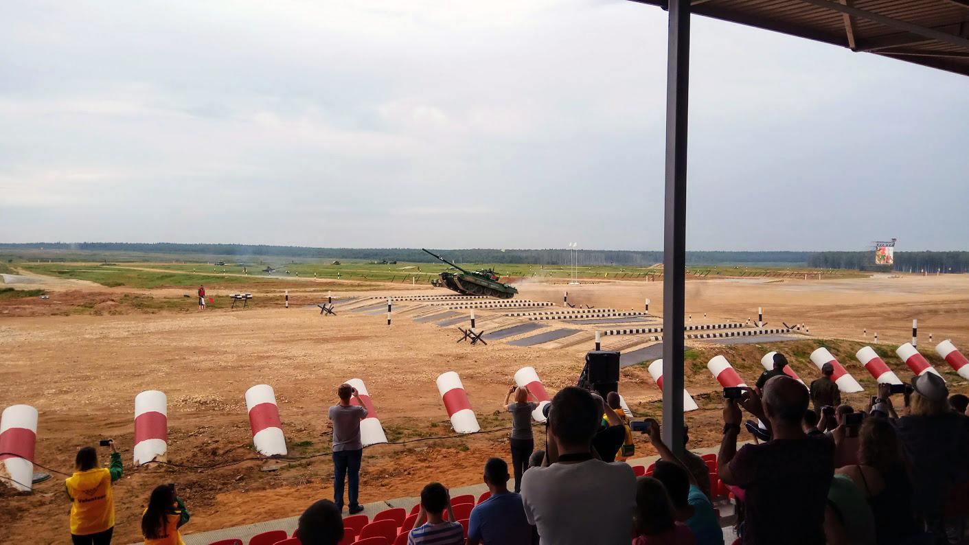 Соревнования начались и белорусский танк рвется вперед!