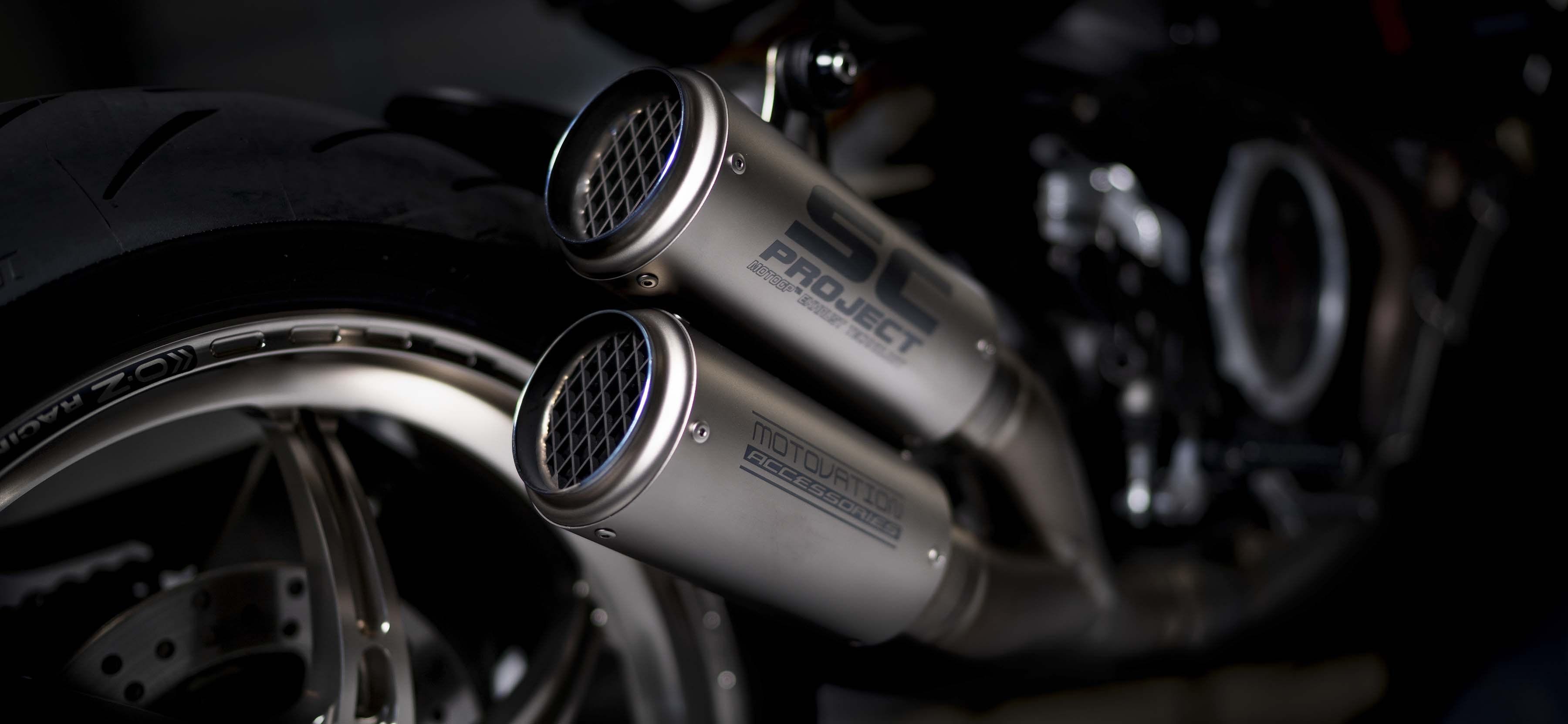 Ducati-Monster-1200-Tricolore-Motovation-02