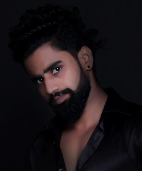young_man_beard_black_shirt_style_sexy_face_elegance_sensuality_591480_jpg_d.jpg