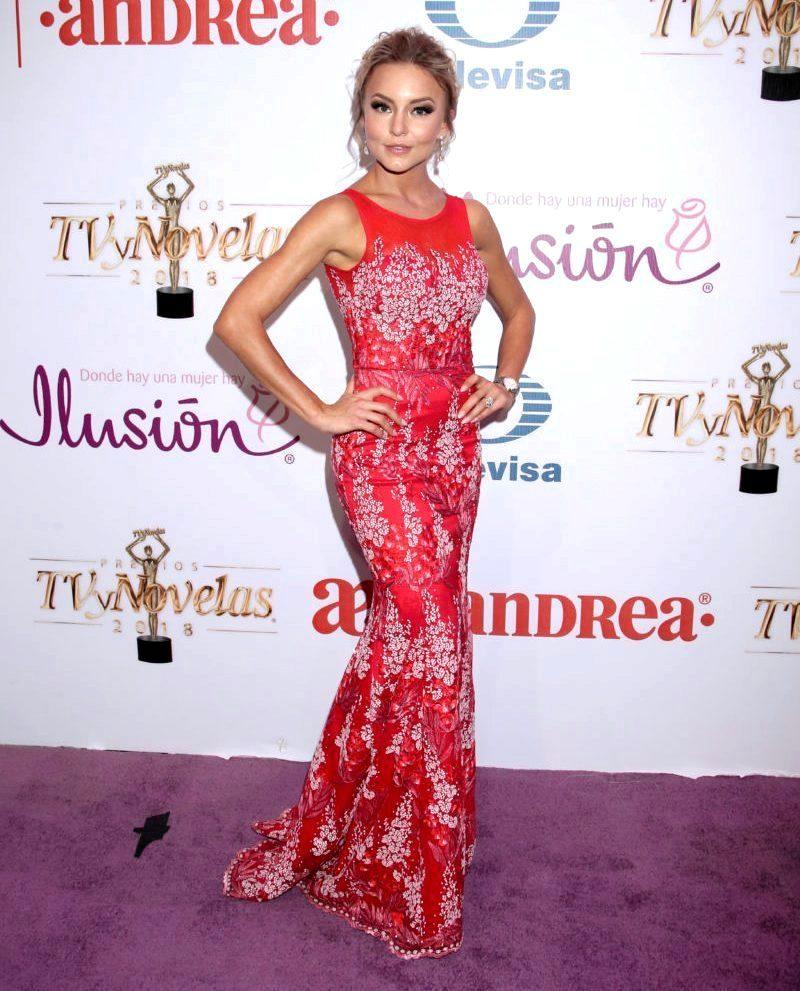 Najlepša haljina crvenog tepiha - Page 2 1-Angelique-Boyer