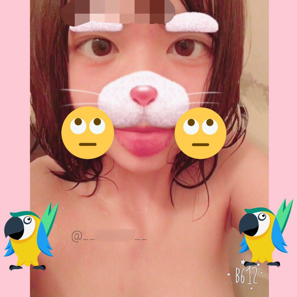 萌系性感-18 岁日本妹子的露奶自拍图集