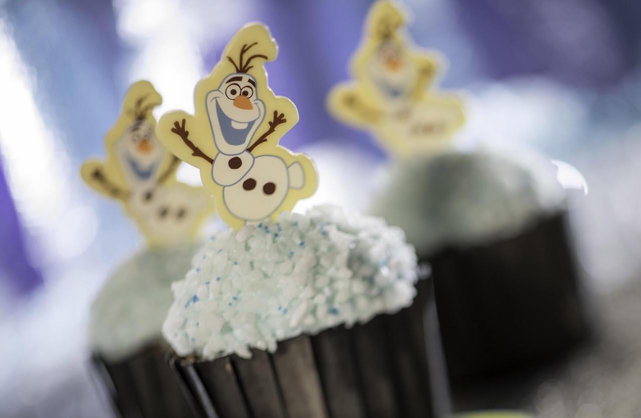 Christmas at Walt Disney World Olaf cupcake