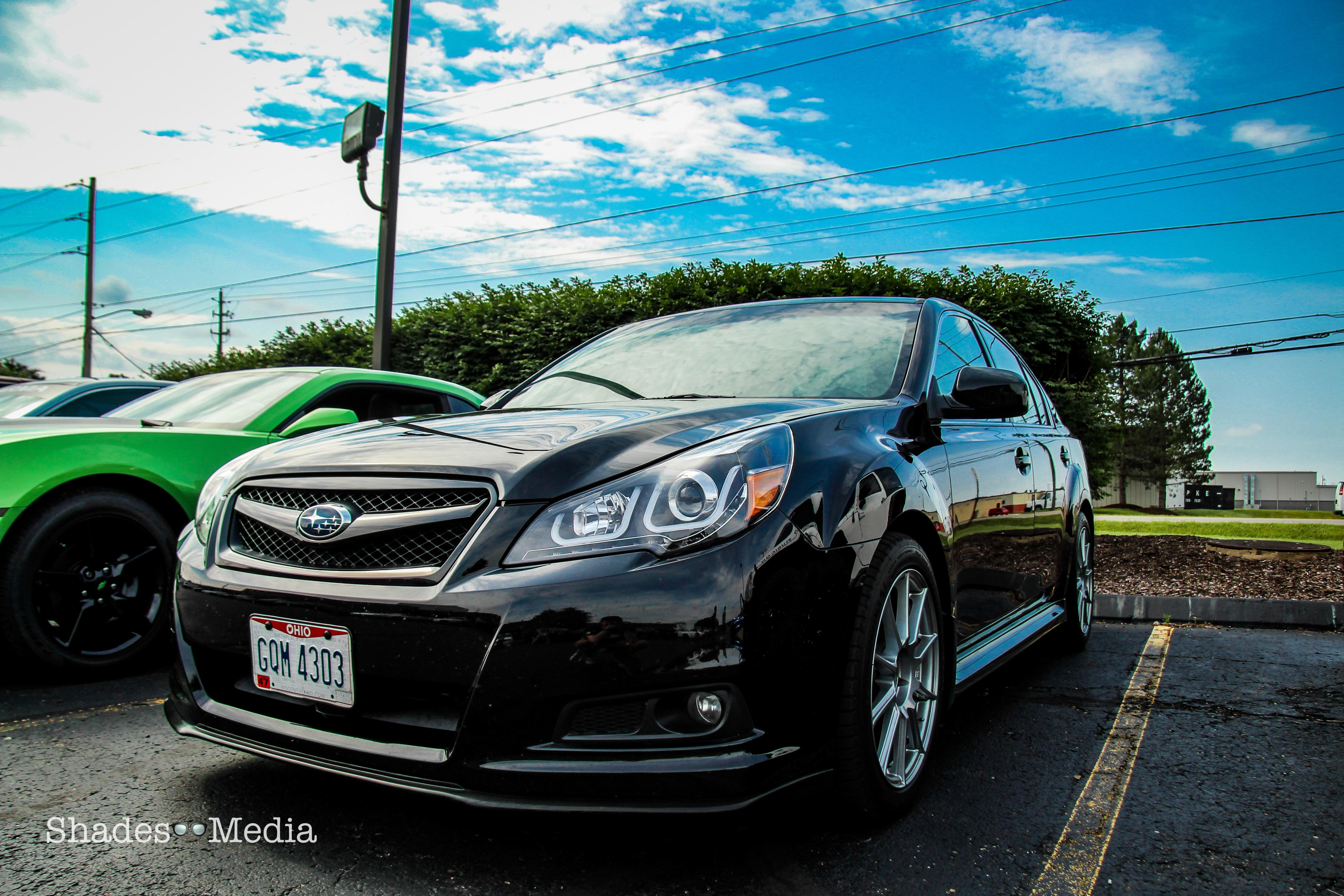 Subaru Legacy: Waxing and polishing