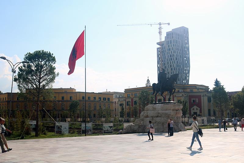 Plaza_Tirana.jpg