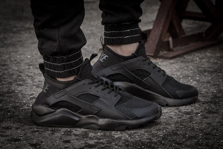 nike huarache run ultra all black