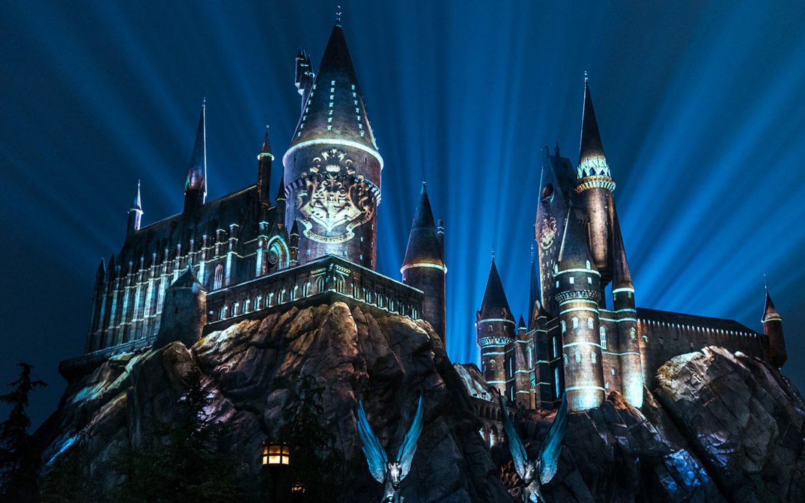 Night-time lights at Hogwarts Castle show
