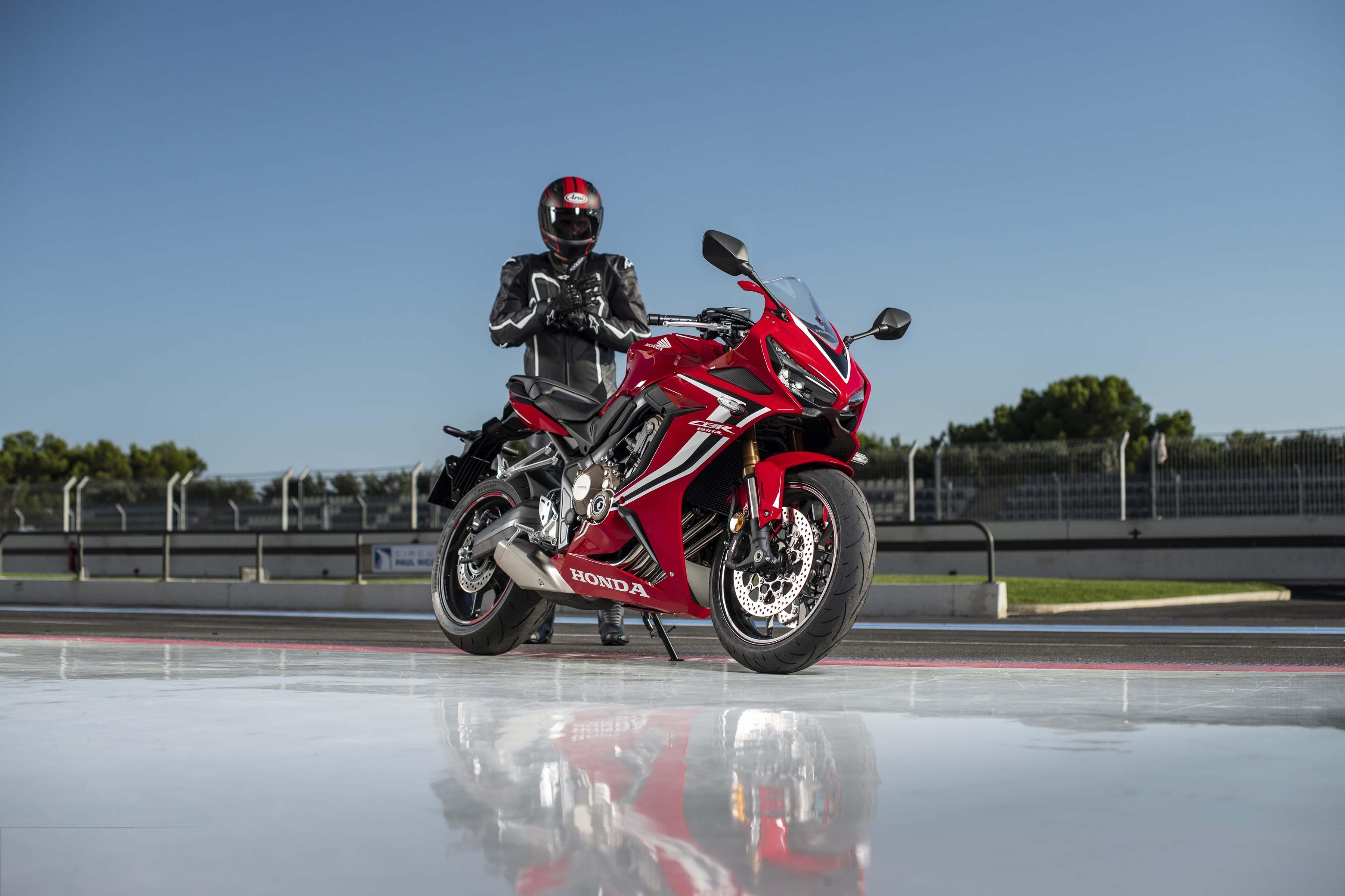 2019-Honda-CBR650-R-35
