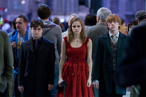 Hermione_granger_s_necklace_deathly_hallows
