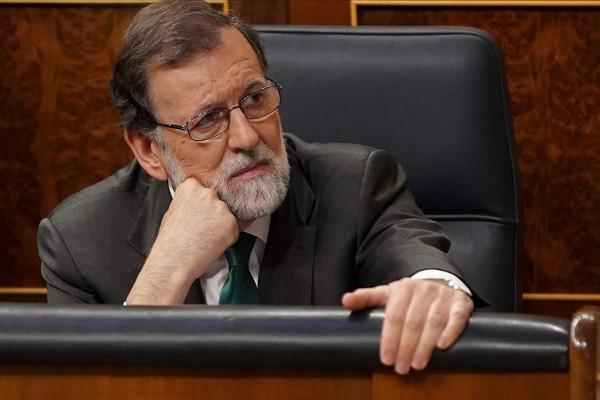 https://image.ibb.co/gQPjxd/Rajoy_tapa