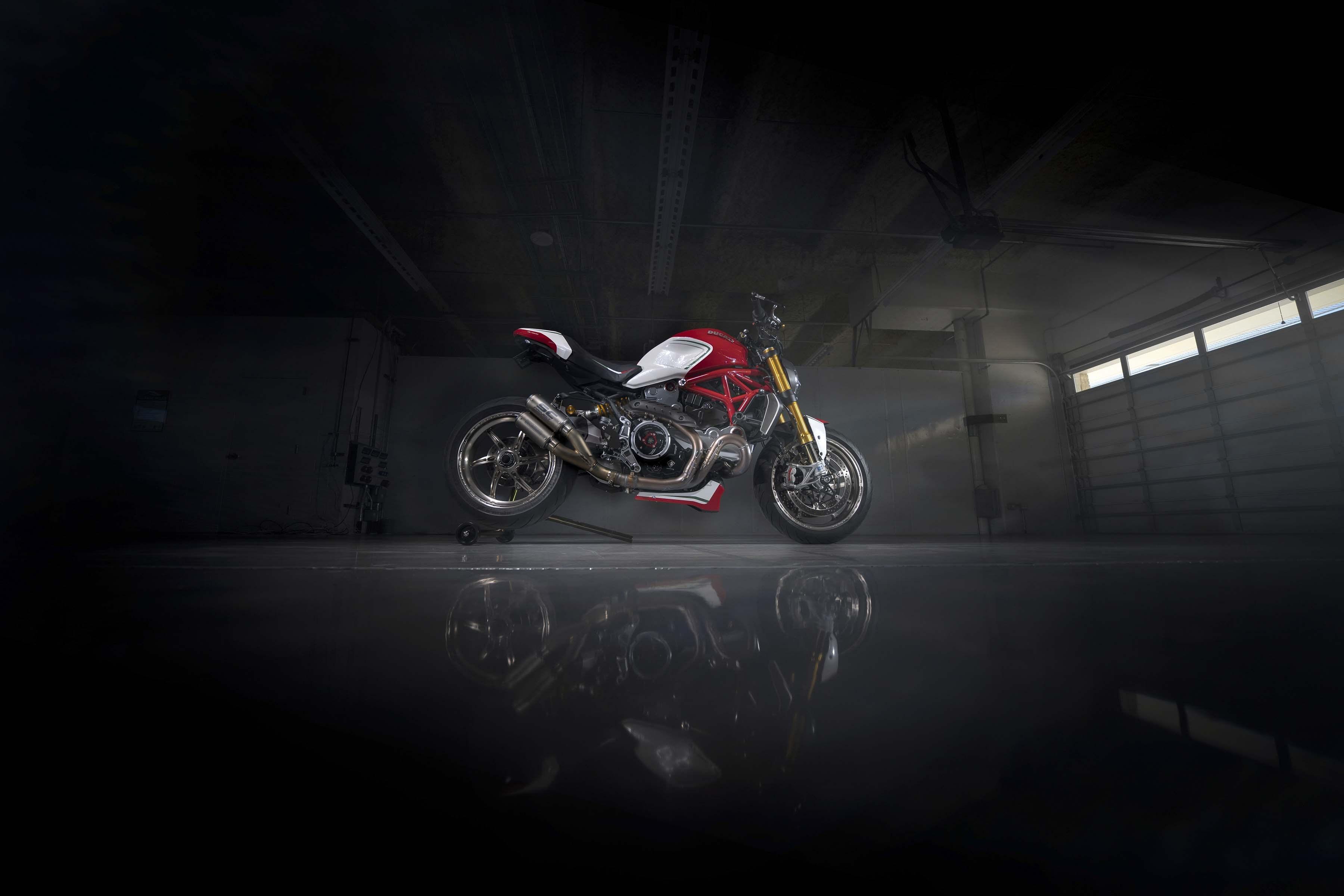 Ducati-Monster-1200-Tricolore-Motovation-22