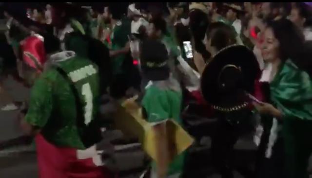 Mexicanos_en_Rusia_bailando_la_Chona