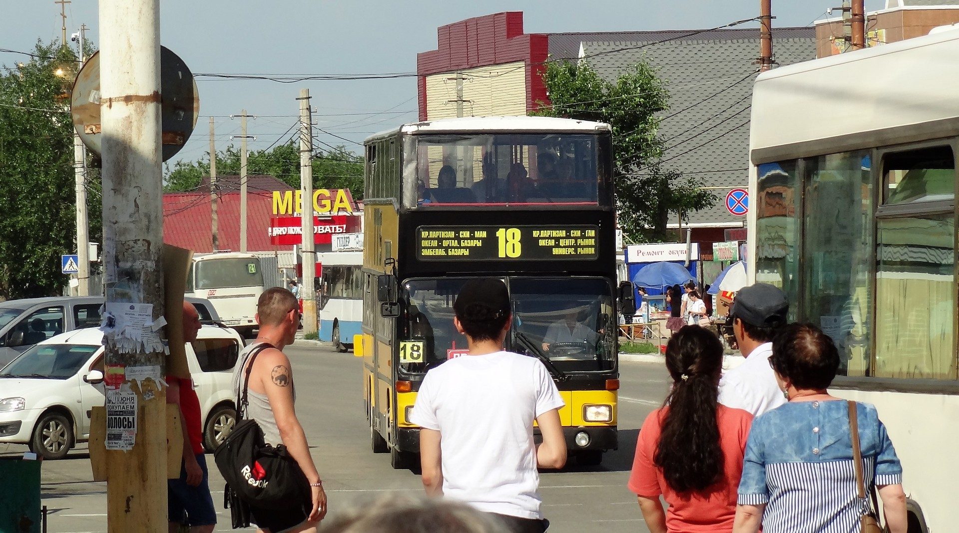 Видео про залезли в трусы в автобусе