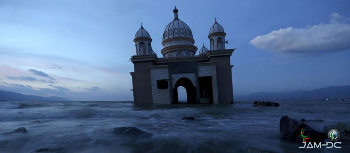 «Плавающая мечеть» выдержала удар цунами