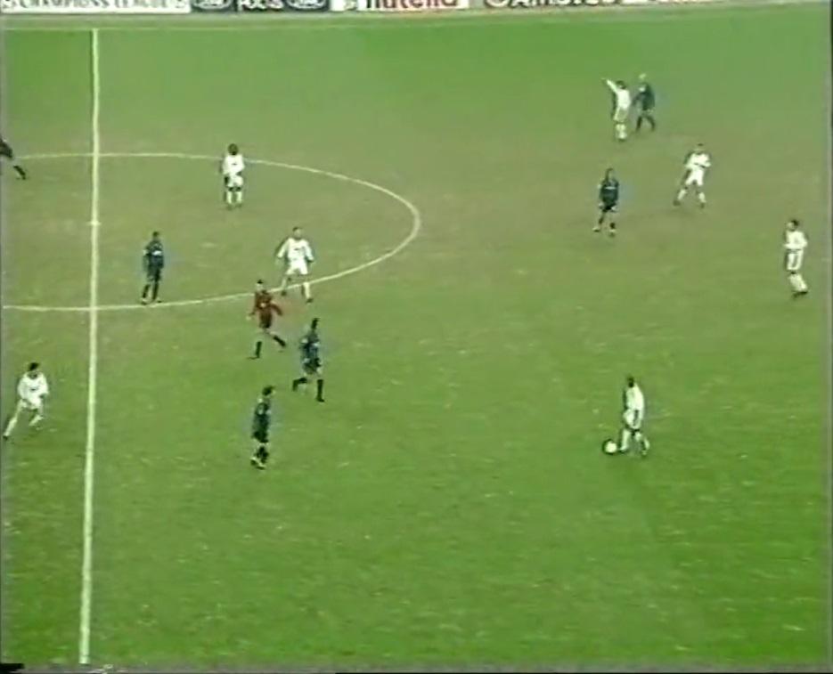 Champions League 1998/1999 - Grupo C - J5 - Inter de Milán Vs. Real Madrid (576p) (Italiano) Captura_3