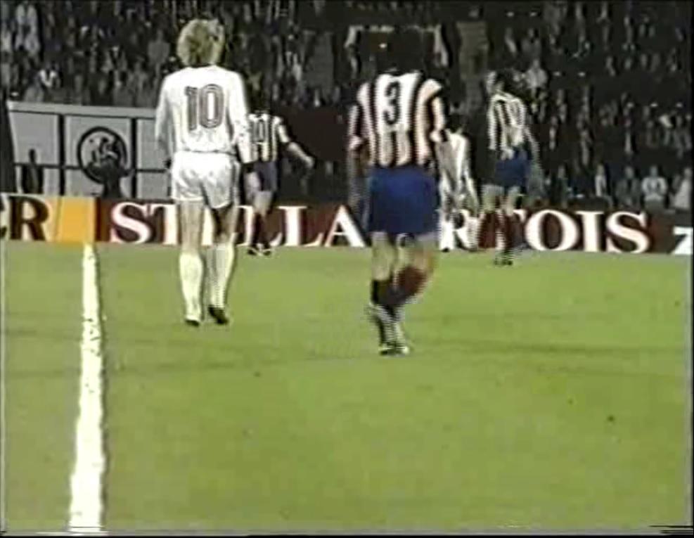 Copa de Europa 1973/1974 - Final - Desempate - Bayern Múnich Vs. Atlético de Madrid (480p) (Alemán) Captura_3