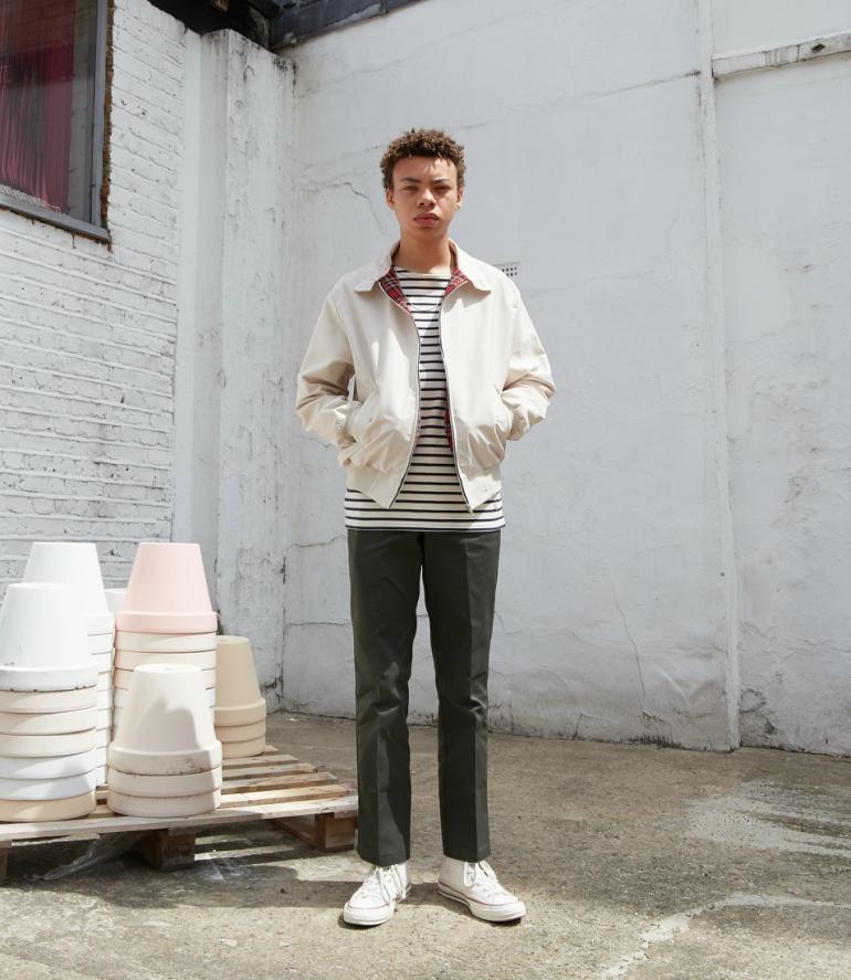 kaos distro stripe tee garis kombinasi celana chino