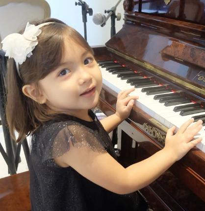 Cantik & Gemesin, 12 Potret Luna Allegra Peserta Idol Juniors