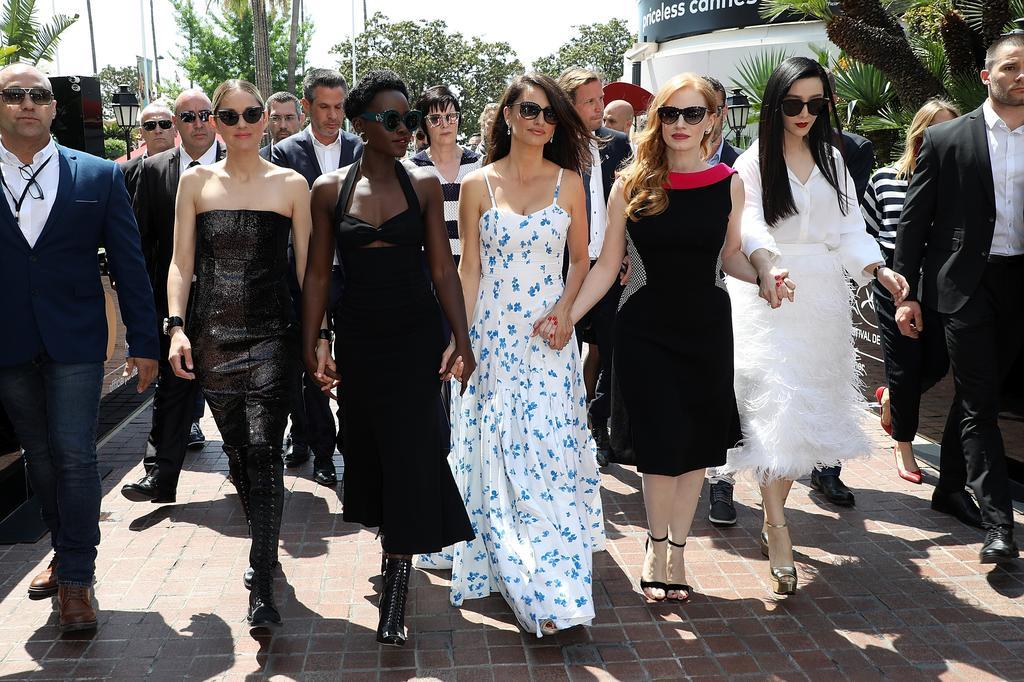 EKSKLUZIVNO! GLOBAL CIR NA FESTIVALU U CANNESU! Pogledajte modni maraton na crvenom tepihu!