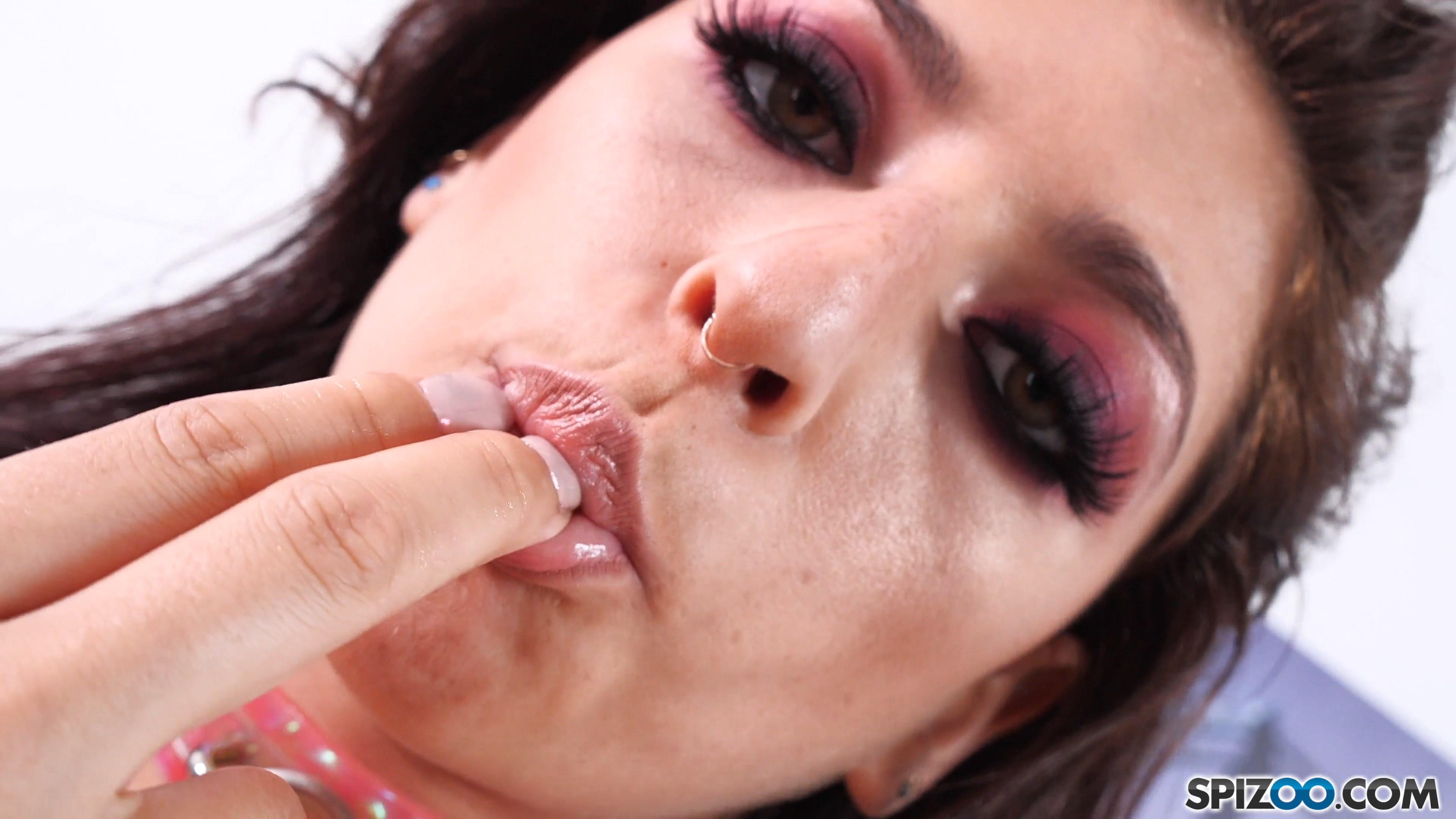 spizoo-18-10-22-nikki-knightly-loves-her-bbc-4k-mp4-snapshot-01-02-161.jpg