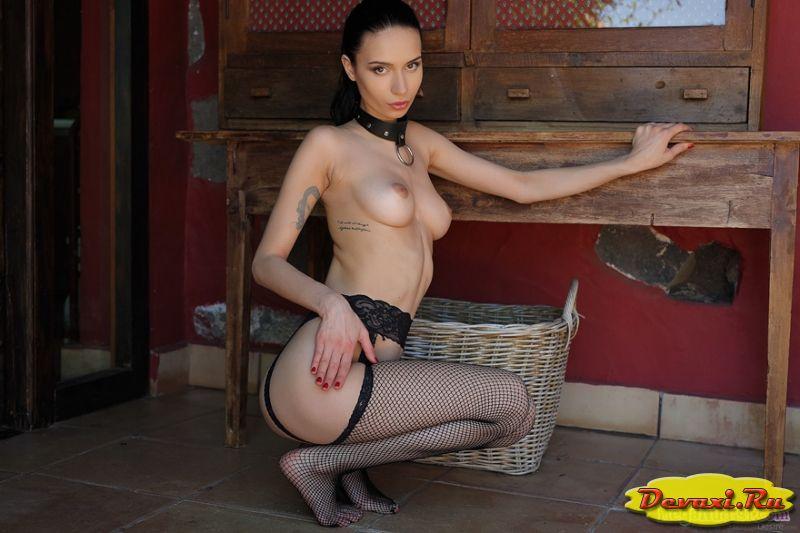 голые девушки в чулочках