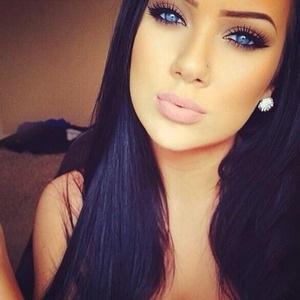 Beautiful_black_hair_blue_eyes_girl_Favim_com_1880359
