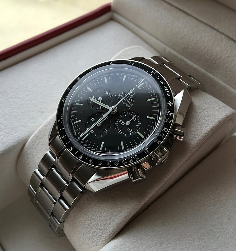 Omega Speedmaster Professional Moon Watch 04