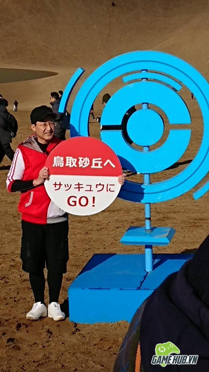 Choáng ngợp trước hình ảnh game thủ Pokemon GO đông như kiến ở Nhật - ảnh 2