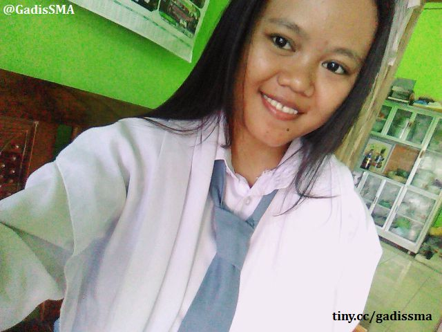 https://image.ibb.co/i1wCqy/status_siswi_sma_foto_selfie.jpg
