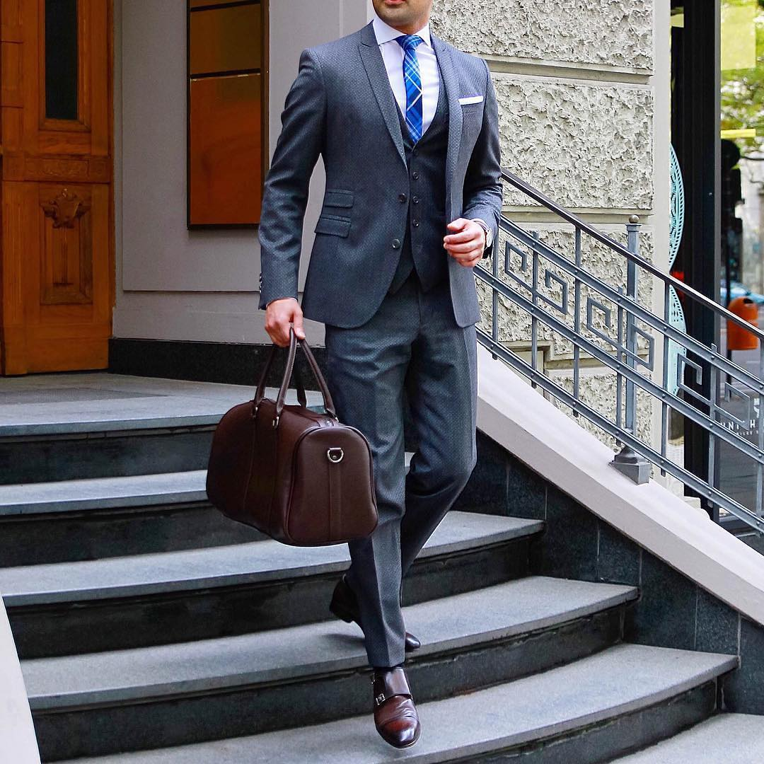 steps to wear the suit in a gentleman style