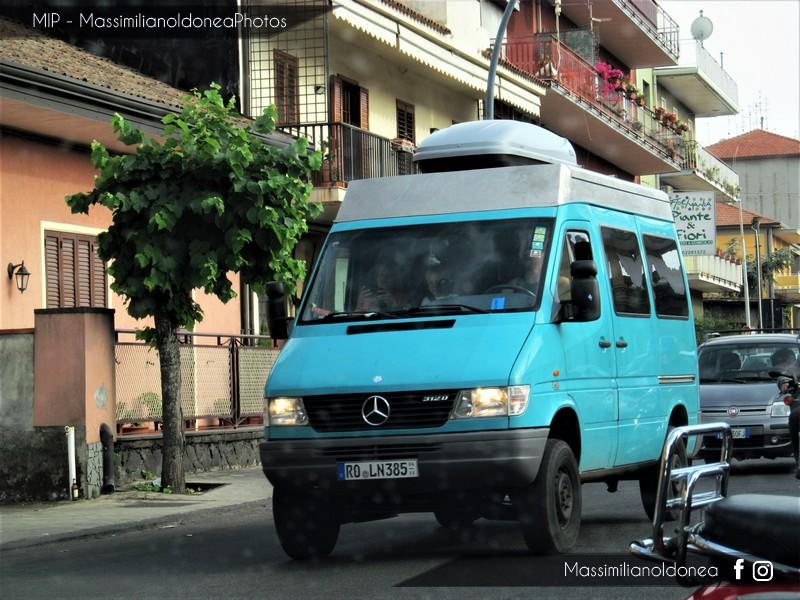 Veicoli commerciali e mezzi pesanti d'epoca o rari circolanti - Pagina 6 Mercedes_Sprinter_4x4_312_D_ROLN385