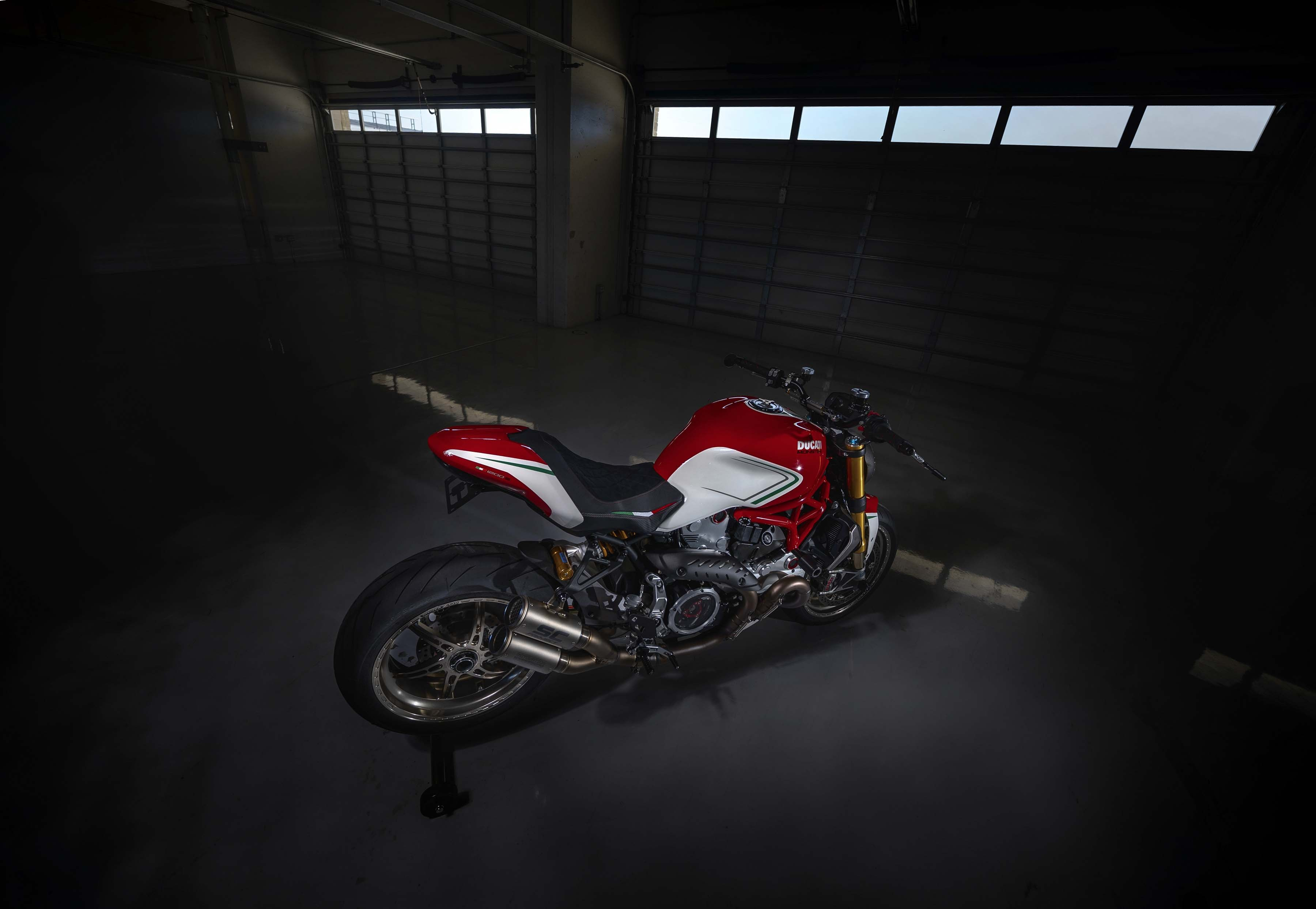 Ducati-Monster-1200-Tricolore-Motovation-10