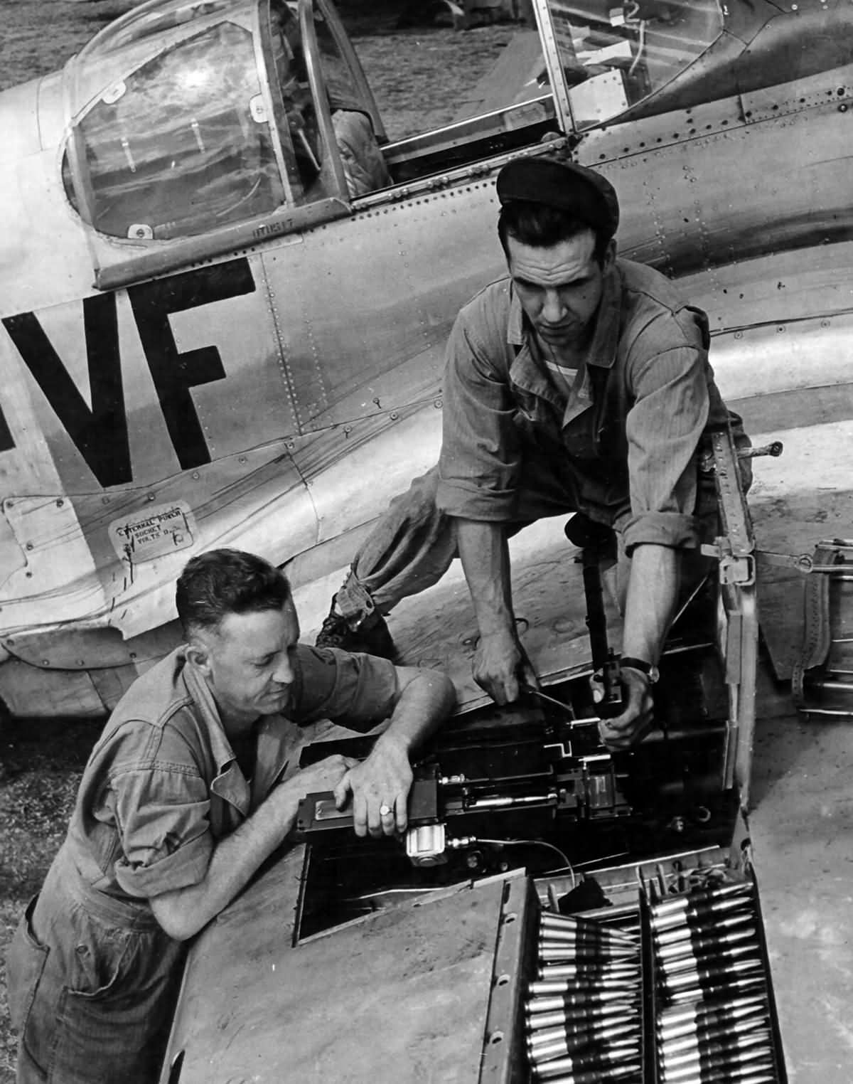 P-51-With-A-Malcolm-Hood-of-the-336th-Fi