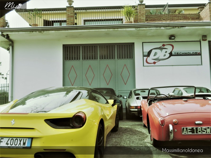 Avvistamenti auto rare non ancora d'epoca - Pagina 12 Ferrari_488_GTB_3_9_670cv_16_FF400_XW_e_Triumph_TR3_A_2_0_90cv_AE185_WV_2