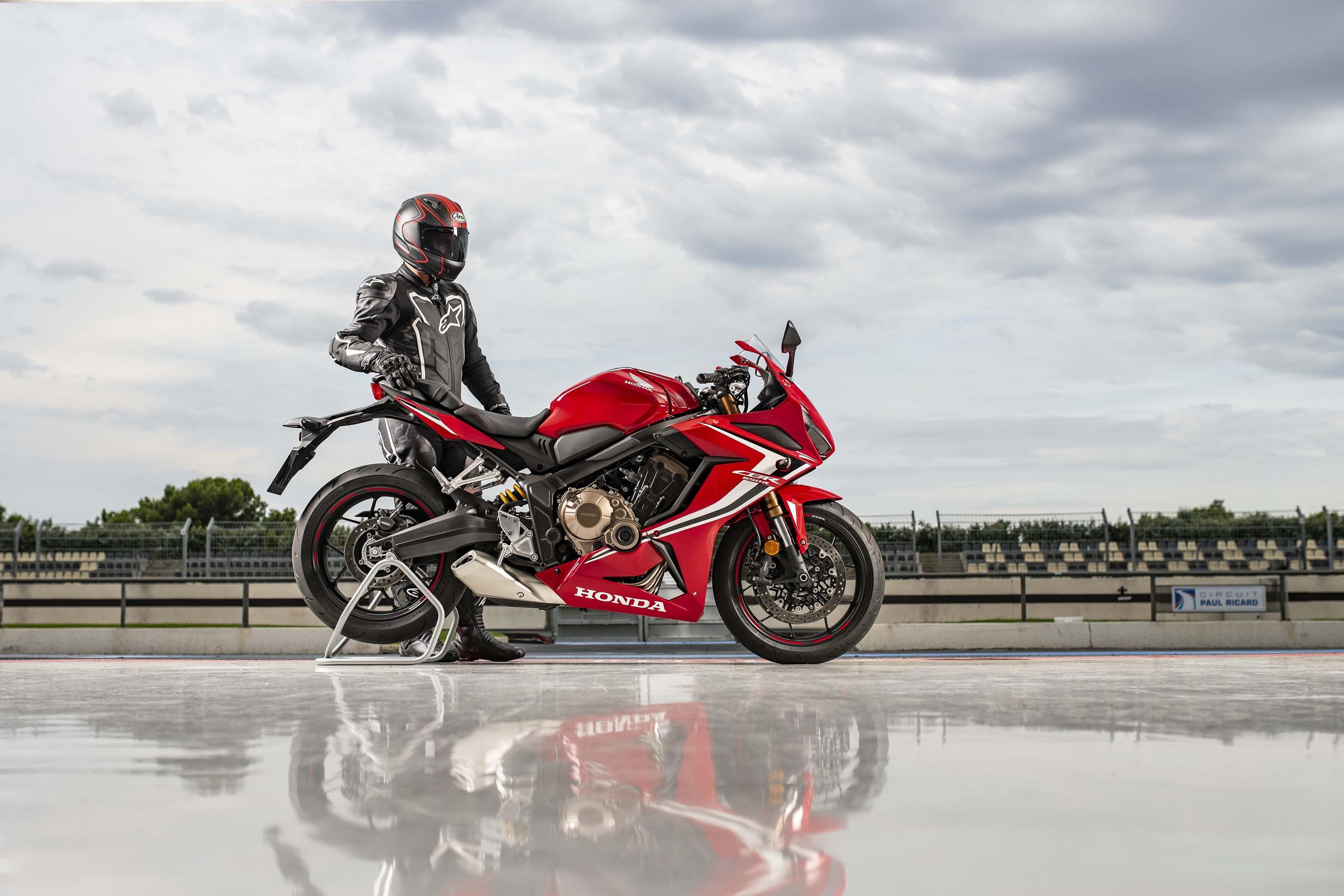2019-Honda-CBR650-R-34