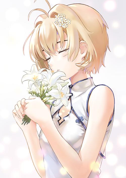小樱素白旗袍