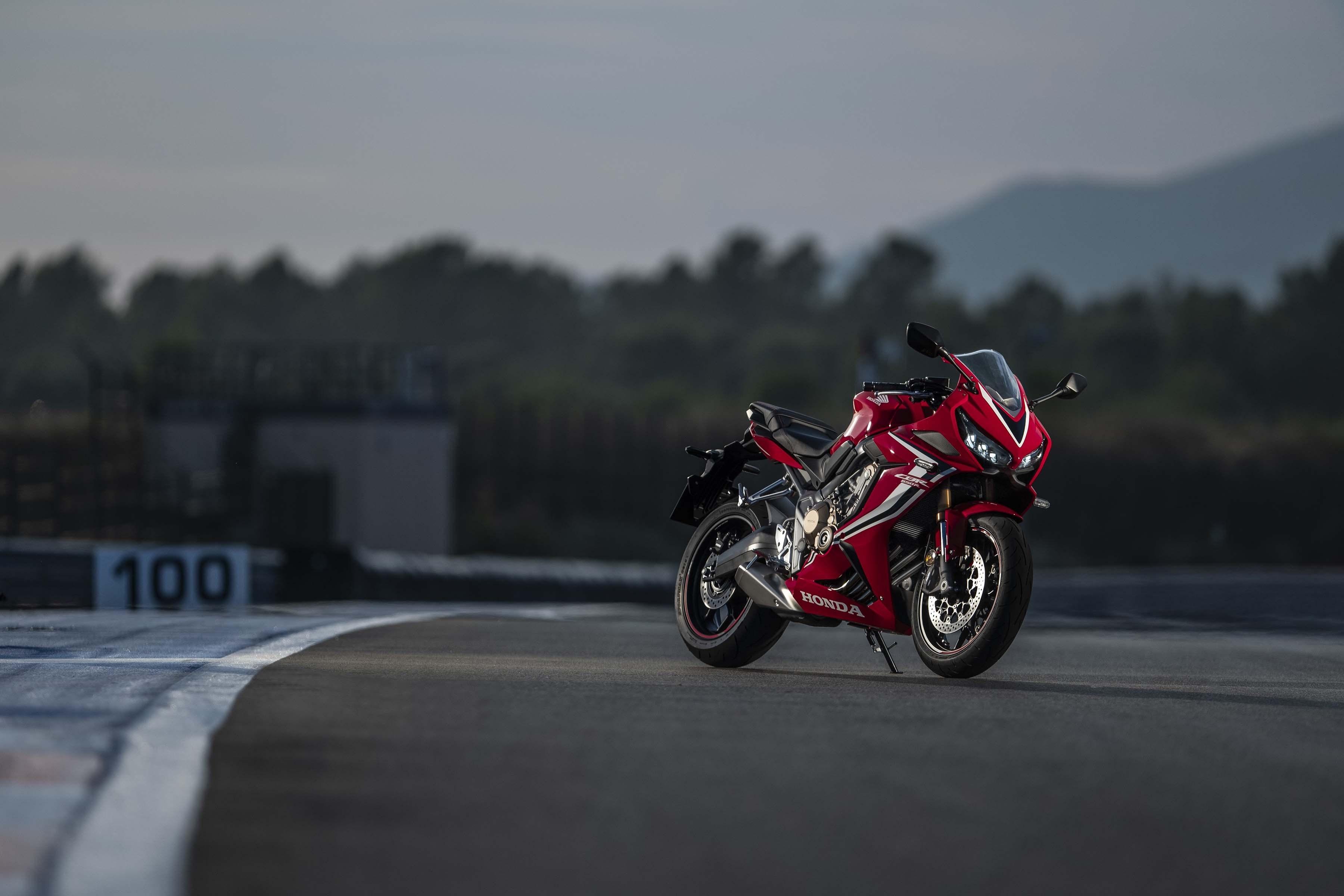 2019-Honda-CBR650-R-23
